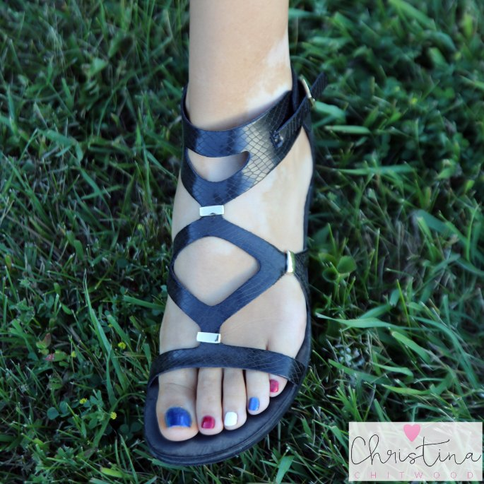 Quick and Easy DIY Red, White, and Blue Sparkle Nails - Pedicure