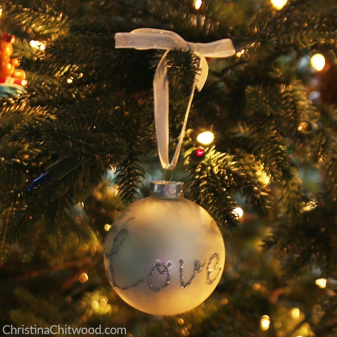 How to Make Easy, Sparkly Christmas Ornaments with a Message Using a Glitter Pen