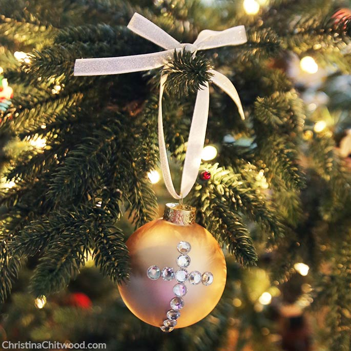 How to Make Simple, Crystal Christmas Ornament Designs - 7