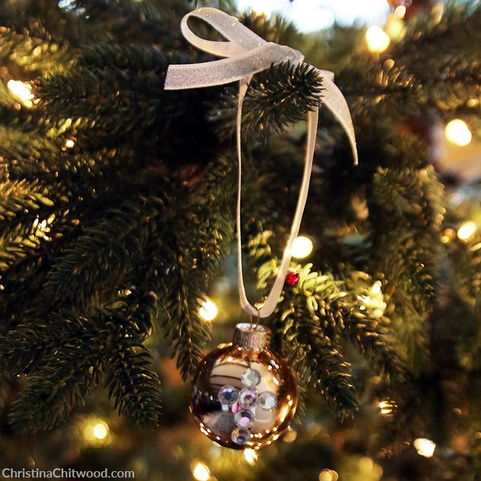 How to Make Simple, Crystal Christmas Ornament Designs - 8